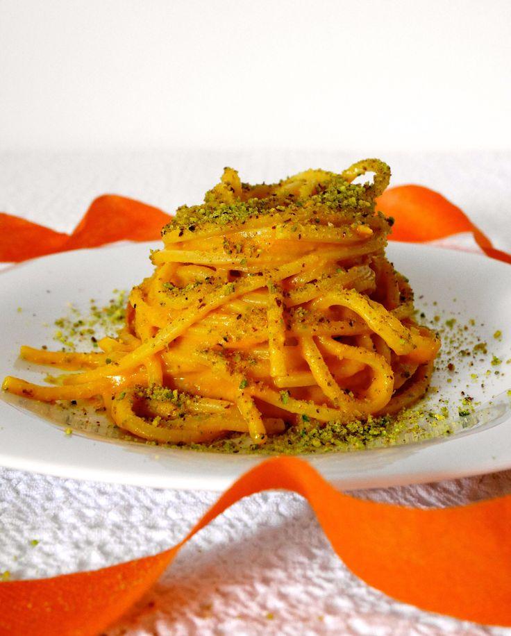 Pasta con crema di zucca, speck e pistacchi. Provala con #Andalinilatuapasta! www.andalini.com