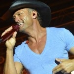 Tim McGraw Shows Off Buff Bod in Shirtless Picture
