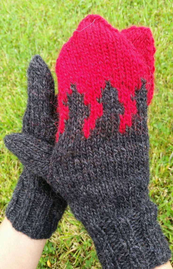 Free Pattern - Holuhraun volcano Wool Mittens by Ístex - just added to alafoss.is #bardarbunga #holuhraun #volcano #iceland #freepattern #knitting