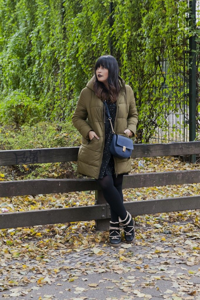 goldenweek.de autumn look green ikkiboots winter look outfit ootd fashionblogger berlin sternchenkleid stars dress