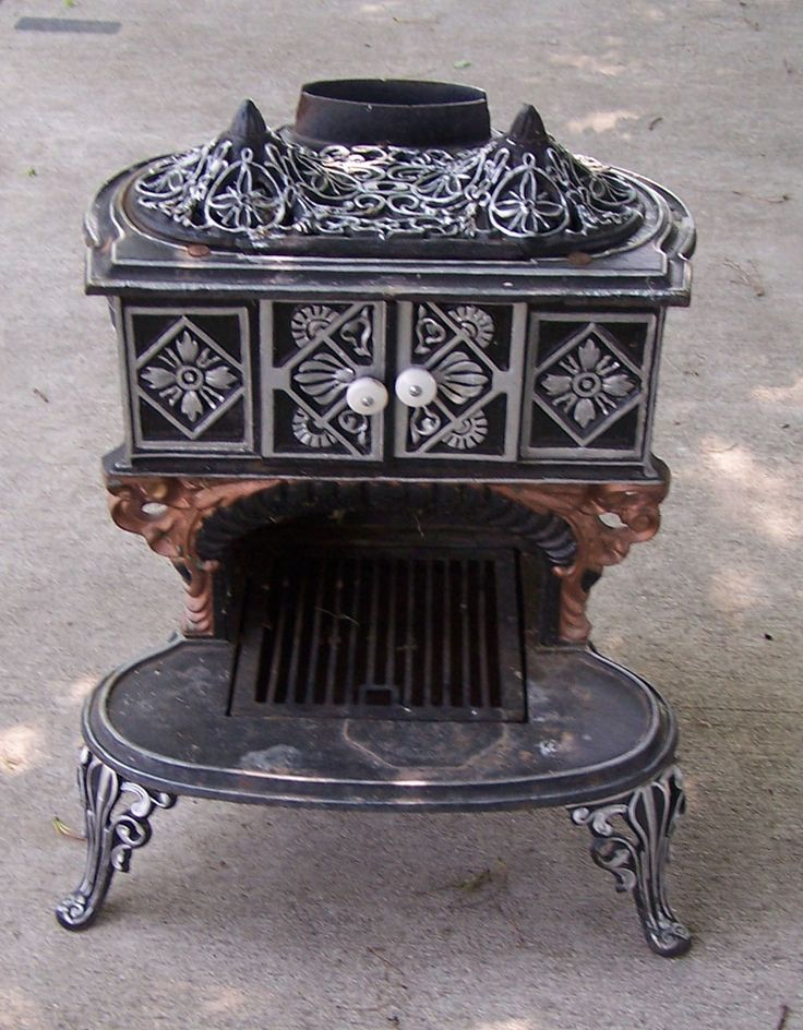 Antique Cast Iron Parlor Stove with 3 Legs Very Ornate