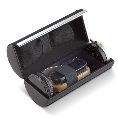 From Solo Ltd this Leather Five Piece Shoe Shine Kit is the perfect accessory for the traveller. This 5-piece Shoe Shine Kit includes black shoe polish, a buffing sponge, brush, shoehorn and cleaning cloth.