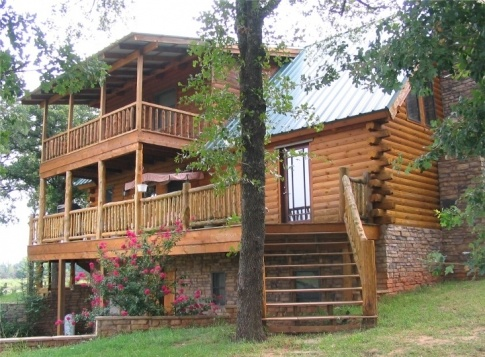 Angel 39 s way guest ranch offers a western style stay in a for Three story log cabin