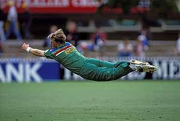 Jonty Rhodes' sensational run out of Inzamam Ul-Haq at the 1992 World Cup!