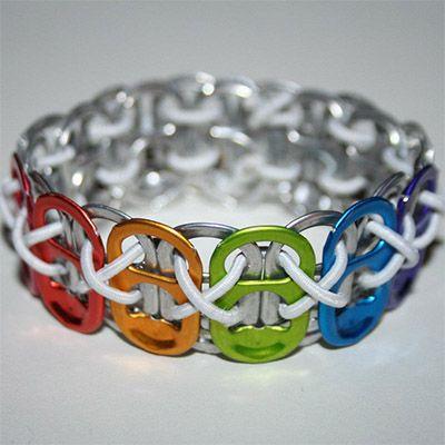 Bracelete reciclada com lacres de latinhas