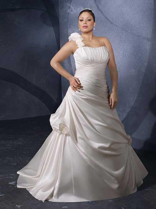 Vestido de noiva é uma das principais preocupações de uma mulher prestes a casar, afinal, tem que ser como sempre foi sonhado. Na hora de escolher o modelo, muitas mulheres ficam em dúvida sobre qual deles mais combina com seu estilo, corpo, festa. Para quem é uma noiva plus size, esta saga da escolha do …
