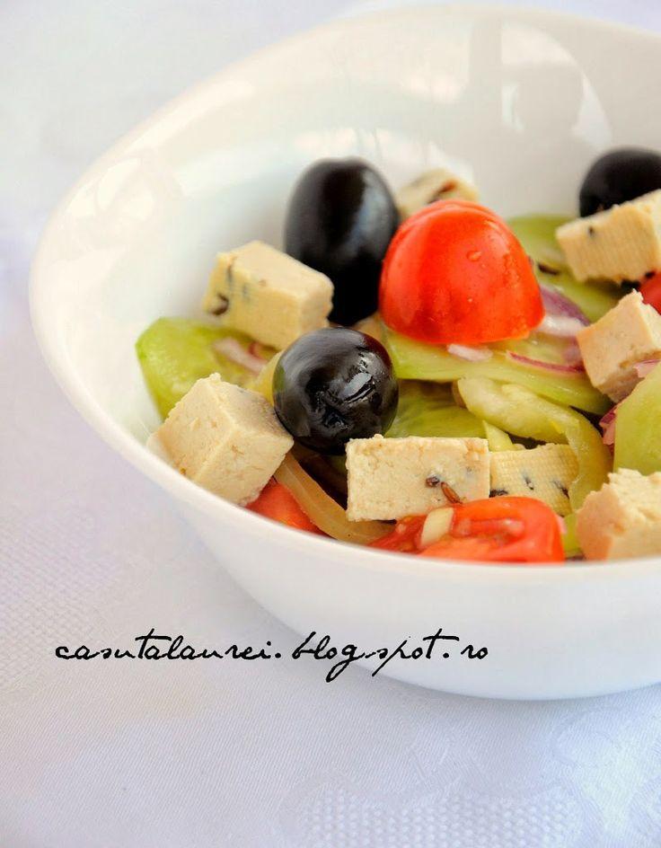 Salata greceasca, o bunatate de salata, cu un gust fresh si atat de sanatoasa...