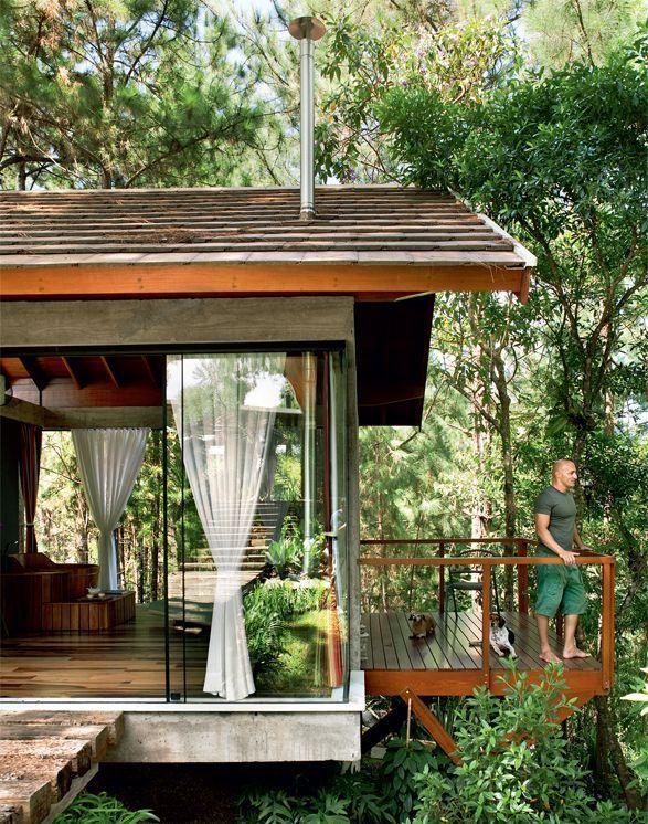Casa de vidro na natureza