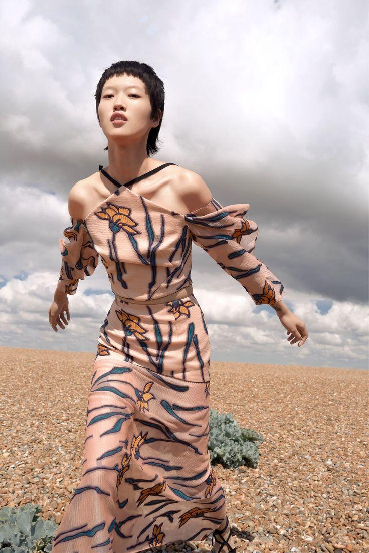 Roland Mouret Resort 2018 Collection Photos - Vogue