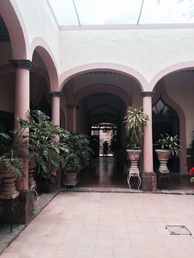 Patio y pasillo interior típico de la distribución de las casonas antiguas de salvatierra