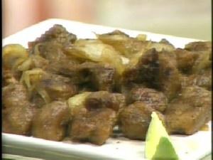 Carne acebolada com proteina de soja.  http://www.vegvida.com.br/site/receitas/carne-de-soja-com-cebola-caramelada-291/#more-291: Proteina De, Carne Acebolada, De Soja