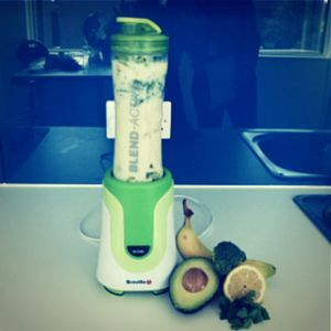 This #smoothie uses broccoli, parsley, avocado, banana, lemon and almond milk with a few cubes of ice. The ingredients have been designed to use in the #breville #blendactive 600ml blender bottle.