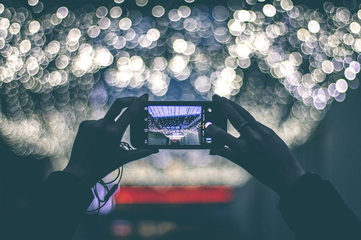 Se hai una persona a te cara che si occupa di #fotografia, in modo professionale o amatoriale, ecco qualche spunto per fargli un regalo di Natale originale.