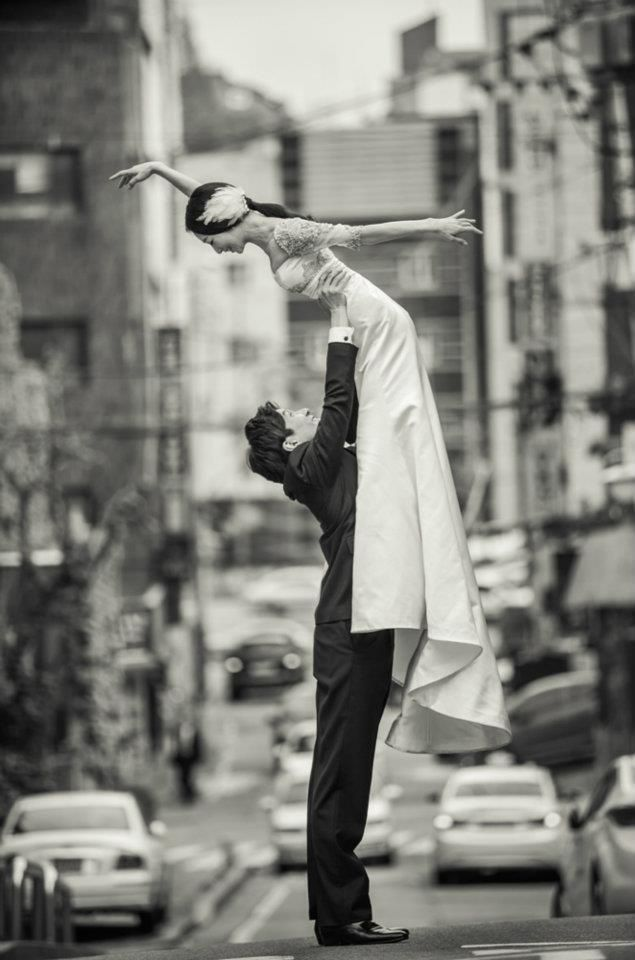 Wedding photo of principal dancers Hye-Min Hwang and Jae-Yong Ohm, The Universal Ballet.
