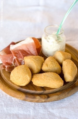 """Coccoli, prosciutto and stracchino"" starter - Tuscan Recipes Food and Tradition - Tuscanycious"