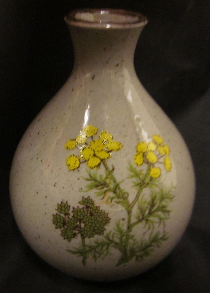 a  takahashi beauty of a vase  small  and elegant with
