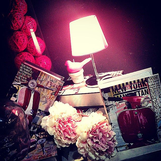 #MandarinaHome #Mandarina #lámpara #fucsia #cristal #jarrón #libro #vespa #flor #peonia #rosa #rose #bola #decoración #regalo #pájaro #vela