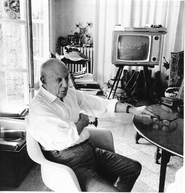 Robert Doisneau - Picasso at Notre-Dame
