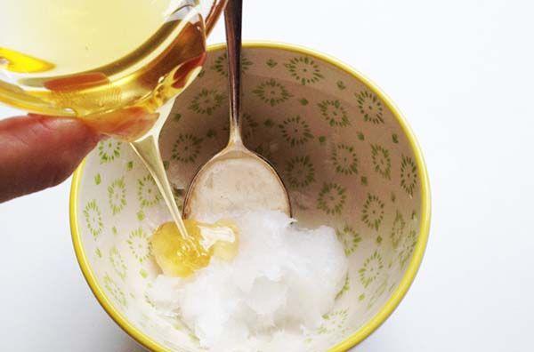 PERCEK ALATT ELMULASZTJA A KÖHÖGÉST: méz és kókuszolaj