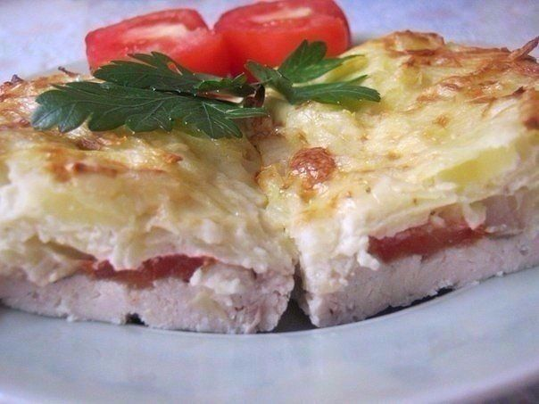 Chicken baked with grated potatoes «