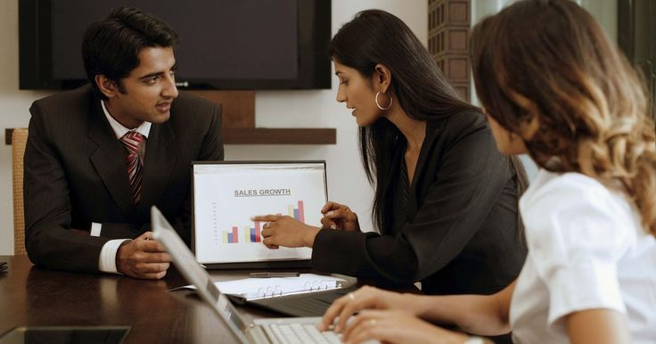 Cómo hacer una carpeta en PowerPoint. PowerPoint es un programa de presentaciones que viene con la suite Microsoft Office. Puedes crear carpetas nuevas en PowerPoint para guardar las diapositivas de la presentación que has creado o los archivos con que aún estás trabajando. Aprende a crear una carpeta en PowerPoint usando esta guía paso a paso.