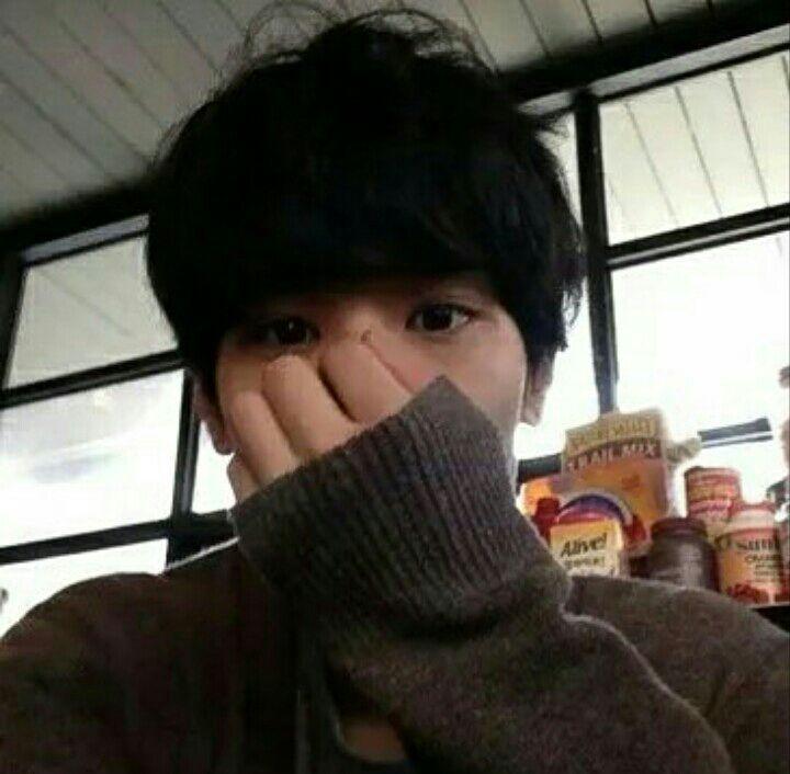 """#wattpad #outros-gneros Aqui se encontra icons de ulzzangs e k-idols para você colocar de perfil √ ~ continuação do livro """"Korean icons"""" ~"""