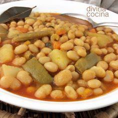 alubias-con-verduras-paso-a-paso, Alubias con verduras Ingredientes para 6 personas 400 gr de alubias a tu gusto (redondas, pintas, verdinas –en la foto–, rojas…)1 patata mediana1 zanahoria1 puñado de judías verdes1 tomate rojo, media cebolla y 4 dientes de ajoAceite de oliva virgen extra, sal y pimienta1 cucharada de pimentón dulceMedia cucharadita de comino molido (opcional)Sal, pimienta y aceite de oliva1 clavo de olor Elaboración Ponemos las alubias en remojo unas horas antes o la noche…