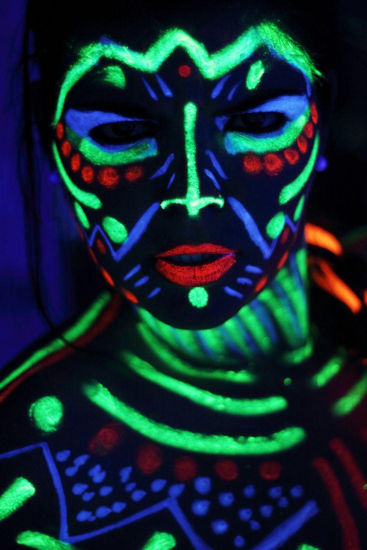 https://flic.kr/p/h8d7f5   My wolrd like Avatar   Sesión bodypaintingvcon luz ultra violeta y una gran amiga.  Photographer: Alexandra Galiano Model: Adrian Bucea