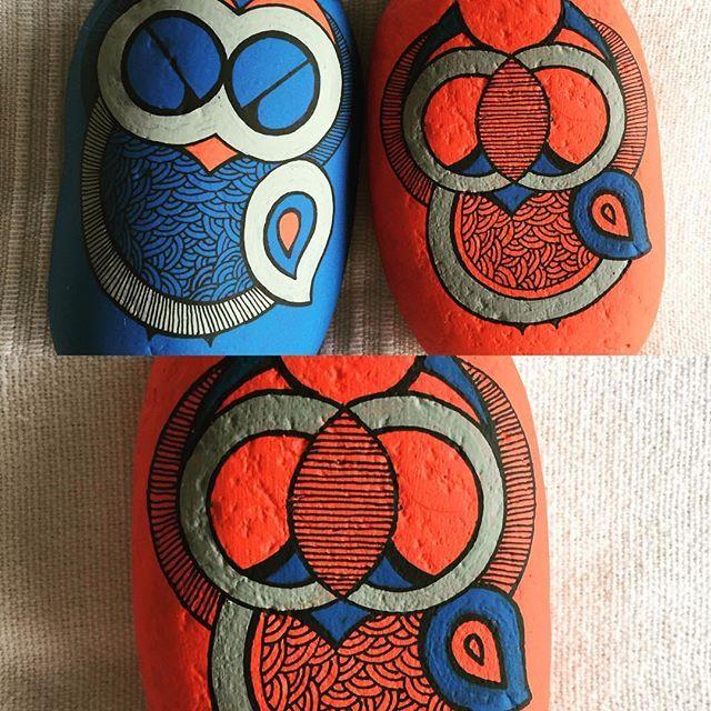 #stoneart #eclectic #vintage #graphic #blue #handpainted #handmade #bright #gowls #stones #saint #home #interior #folkart #gond #traditional #decor #accent #lifeless to life #madhubani #gond #conversation starter #stone #jewellery #ullukepathe #heeral_desai @heeral.akhaury@gmail