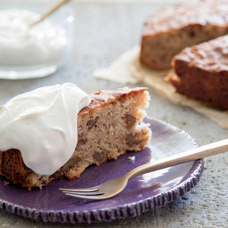 Deze kruidige cake met pastinaak walnoten en honing is echthellip