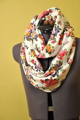 DIY circle scarf.: Diy Circle, Projects, Circle Scarf, Floral Prints, Infinity Scarfs, Floral Scarfs, Scarves, Scarfs Tutorials, Circles Scarfs