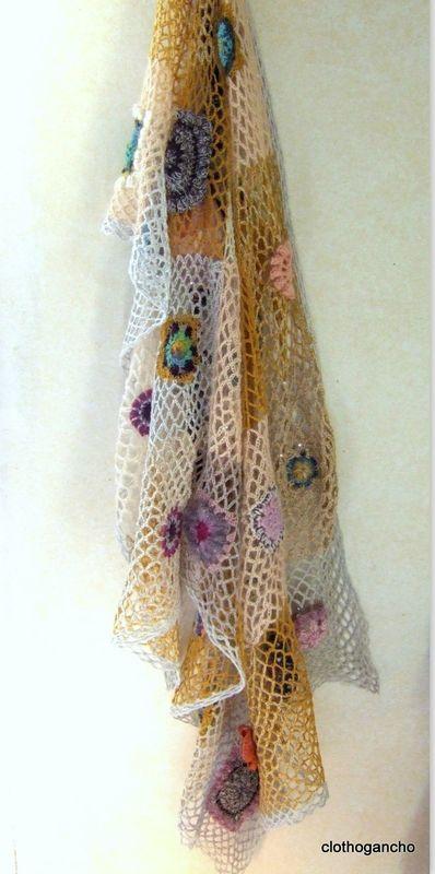 Gorgeous crochet shawl in fabulous pastel hues via clothogancho