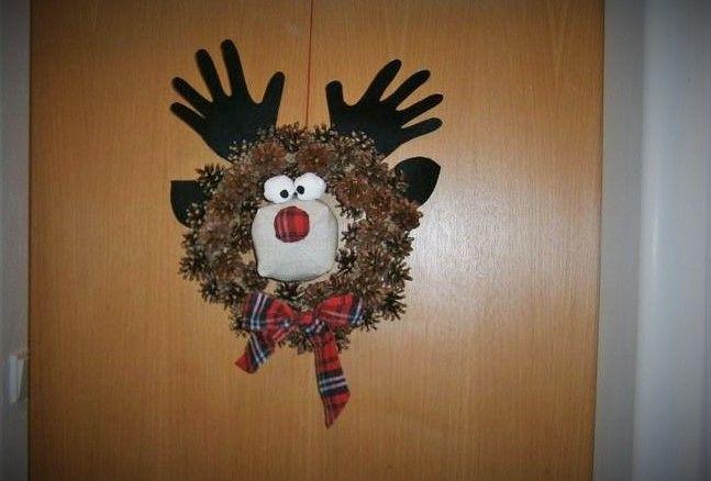 vánoční sob na dveře ze šišek