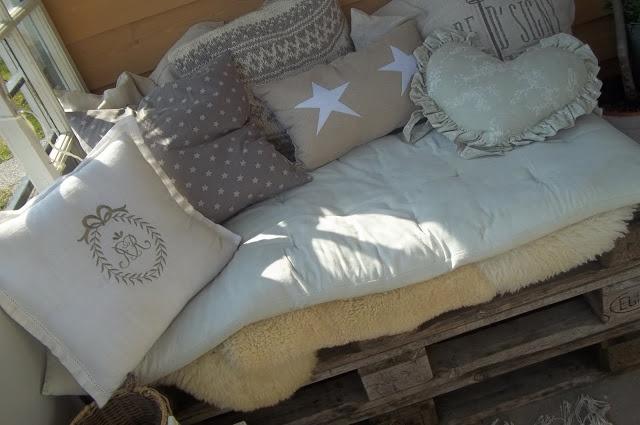 Camillas romantiske hjem: Selvlaget benk av paller