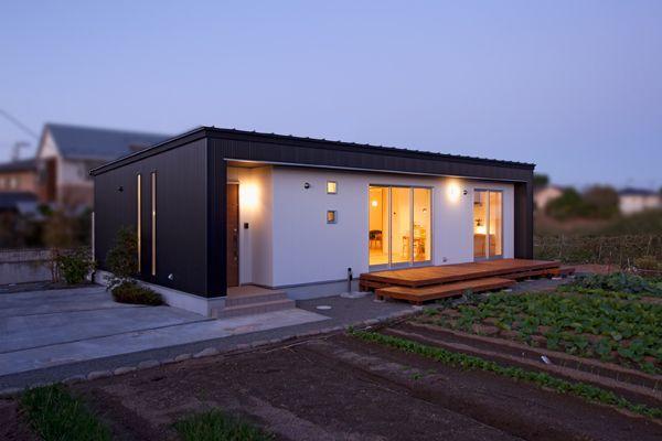 株式会社デザインホーム > 宮城郡利府町/家族の笑顔がつながる「黒の平屋」 - IMGPOST