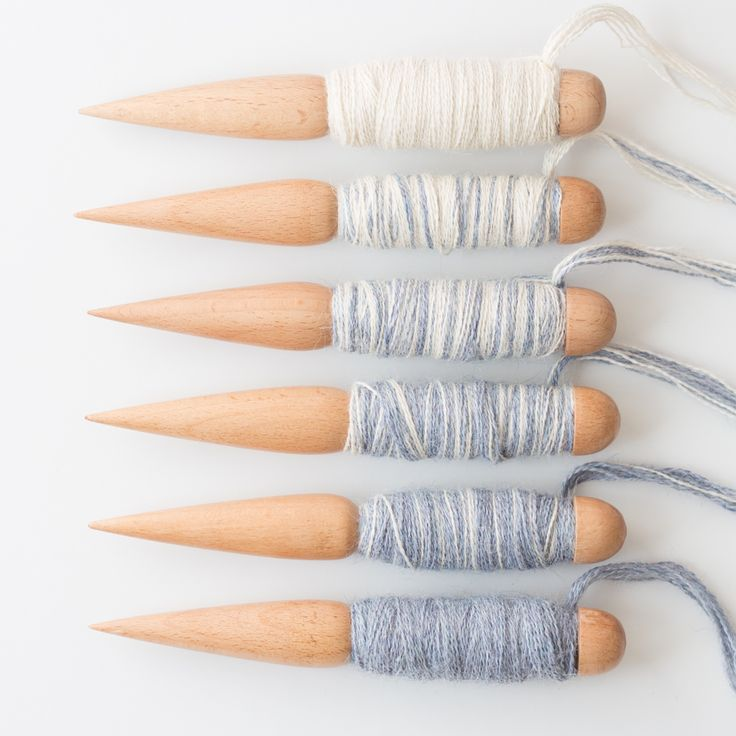 Weaving Two-Colour Gradients  http://www.loomandspindle.com.au/blog/weaving-two-colour-gradients