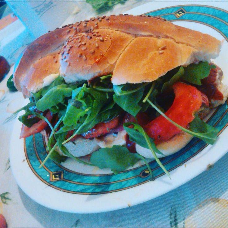 Domani dieta... forse! #buonacena #gooddinner #dinner #panino #doc #wurstel #formaggio #cheese #rucola #pomodoro #maionese #calvé #ketchup #salsa #messicano #mafalda #bontà #gnam #provacostume #domani #foodie #foodporn #instagood #buonappetito #instamoments #catania #like4like #liker #follow #like4like by cettttina