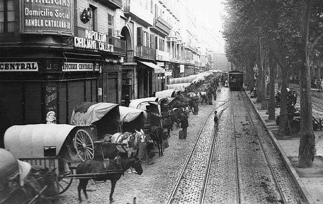 Carros de descàrrega al Mercat de Sant Josep, Boqueria 1913 | Història de Barcelona - 1898-1929 | Arxiu Nacional de Catalunya