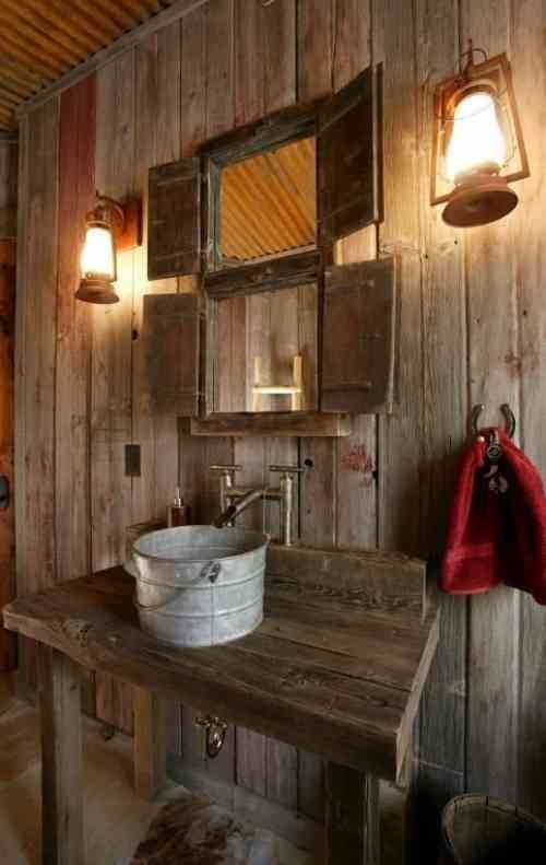 Idée décoration Salle de bain  Salle de bain rustique en bois massif style campagne et seau en zinc