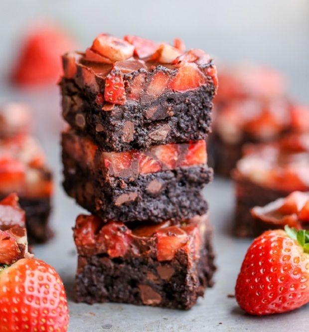 Ettől a csokis-epres süteménytől eláll a lélegzeted, de szerencsére bűnhődés nélkül lakmározhatsz belőle, mert gluténmentes, finomítot...