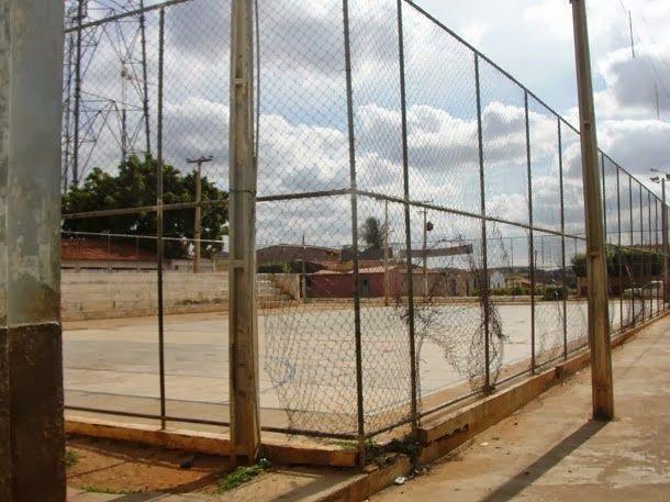 Blog Paulo Benjeri Notícias: Descaso: Única quadra existente é abandonada por g...