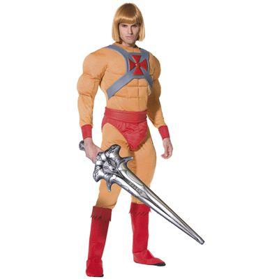 Prins Adam kostuum. Kostuum van het karakter He-Man / prins Adam uit de Masters of the Universe series. Het He-Man kostuum bestaat uit een gespierde jumpsuit met riem, laars covers en een opblaasbaar zwaard.