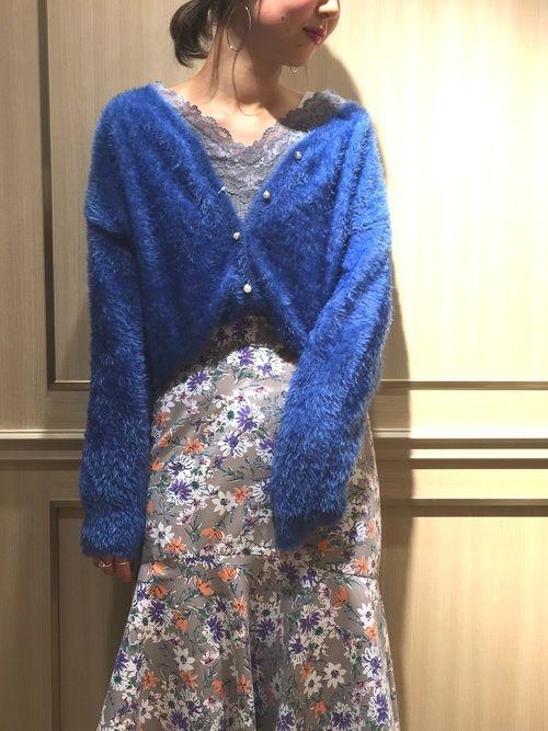 鮮やかブルーがまぶしい💎 ペプラムスカートは女性らしさ100👌🏻