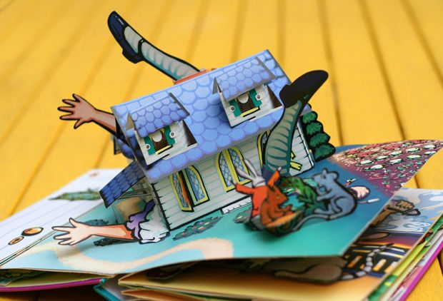 Alice's Adventures in Wonderland: A Pop-up Adaptation of the Lewis Carroll classic by pop-up book artist and paper engineer Robert Sabuda. Little Simon; Pop edition, 2003 | Brain Pickings