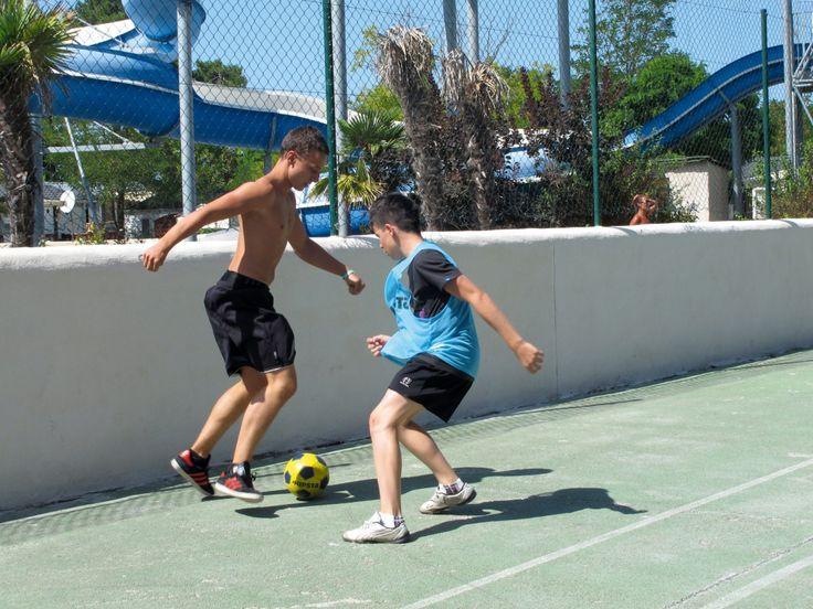 Activités sportives au camping Palmyre Loisirs : musculation, step, stretching, balades en vélo, tournoi de tennis, ping-pong, volley-ball, basket-ball, football, aquagym, zumba...