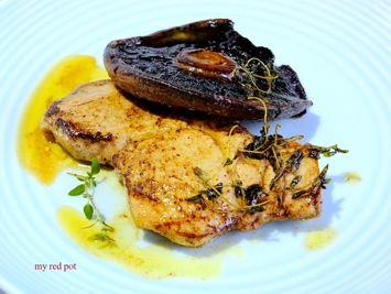 Pyszny, delikatny i soczysty stek wieprzowy w maslano tymiankowym sosie....