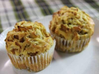 なかしま しほさんのたまねぎ(中)を使った「たまねぎマフィン」のレシピページです。ほんのり甘くて香ばしくて、朝ごはんにもぴったりのスイーツです。食欲がなくてもモリモリいけますよ。 材料: たまねぎ(中)、サラダ油、塩、ベーコン、卵(M)、きび糖、ごま油(白)、豆乳(無調整)、薄力粉、ベーキングパウダー