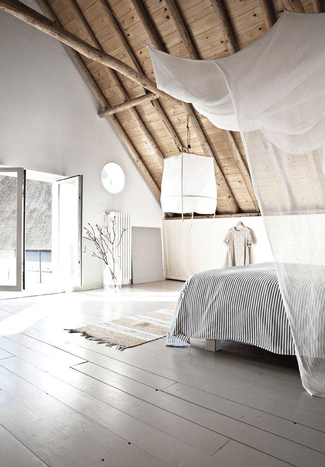 Granja danesa con vigas de madera
