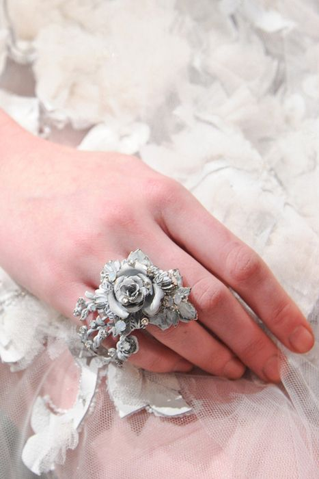 Not a big fan of rings but this one is adorb. Even tho I'm not very fond of wearing any other rings on my wedding