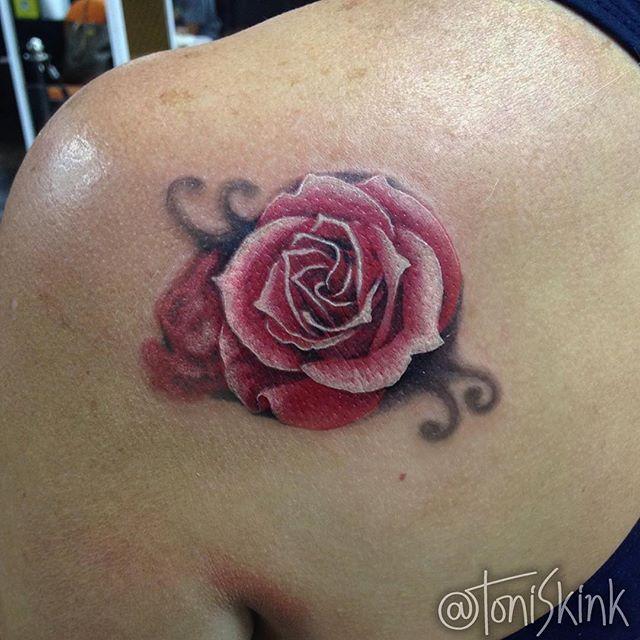 #Tatuagem por @ToniSkink, São Paulo, Brasil. Para ter uma #tattoo como essa, ligue 55 11 4562 9000, WhatsApp 11 96886 6623 ou escreva para skinktoni@gmail.com - Siga também @SkinkTattooSP #TattooBR #TattooBrasil #TattooSP #TattooZN #TattooJardins #BlackWork #Ink #Inked #Tattooed #rosetattoo #florestattoo #tattooflores #tattoorosa #rosatattoo #tattoorealista #realistictattoo